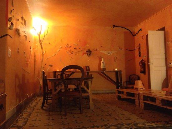 Almaa Sintra Hostel: Hall
