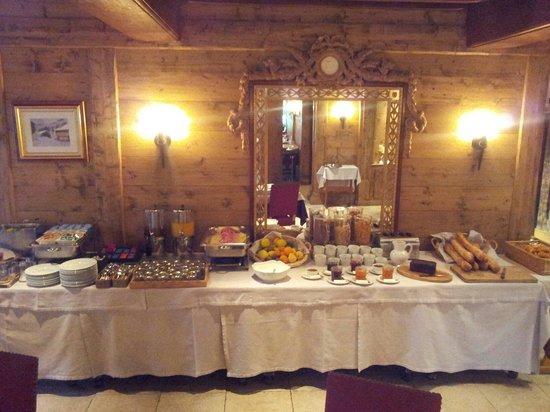 Hotel Le Samoyede: Breakfast Buffet