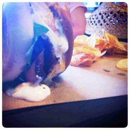 Kamaronia Food Bar: Best burger new on the menu!