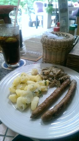 Kokosnuss: Lunch, wursts with potatoe salad