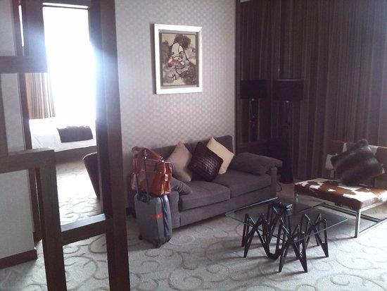 Crowne Plaza Shanghai: zitdeel van kamer 1253
