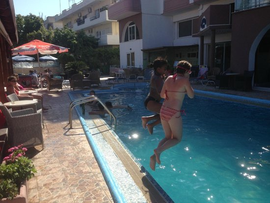 Panorama Hotel Apartments: Hotellets pool