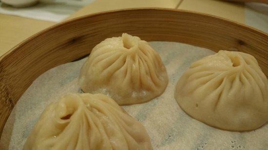 Kings' Lodge : ordered xiao long bao as a side dish!!!