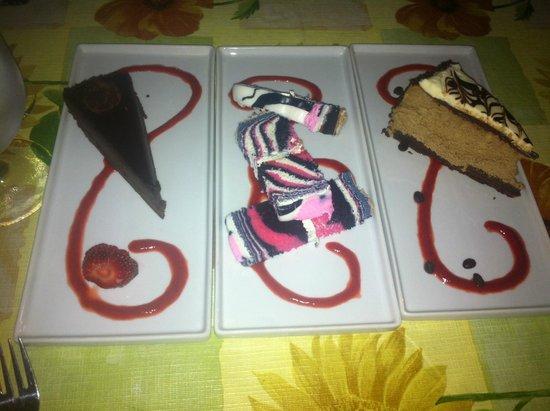Auberge-Spa Le Madrigal: Nous avons été gourmant! gâteau au chocolat, gâteau marbré, gâteau au fromage moka, délicieux!
