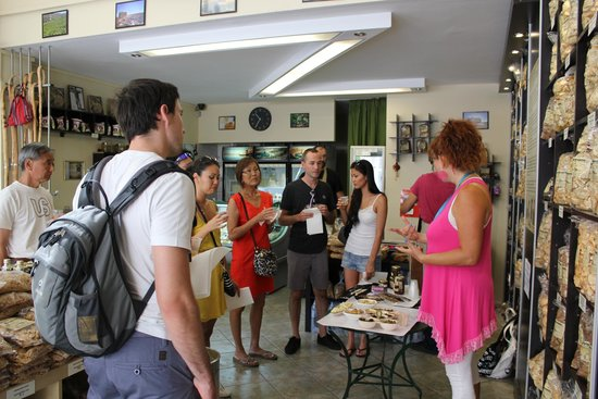 Athens Food Tours : tasting of olives, cheese etc.