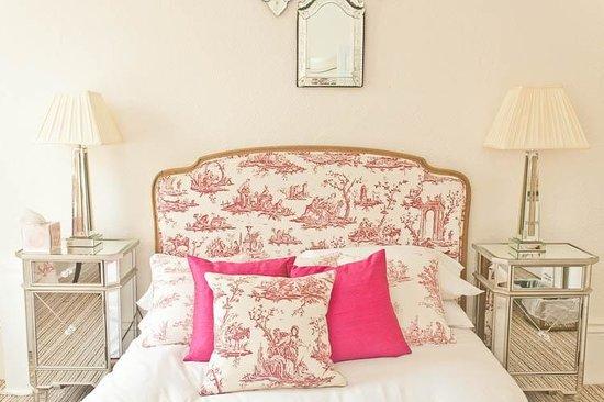 Rosebery Hotel Jesmond: Toile De Jouy Feature Beds