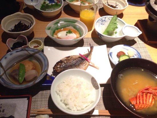 Zeku: 朝食。2泊したら2日間とも全く違うお料理がふるまわれました。