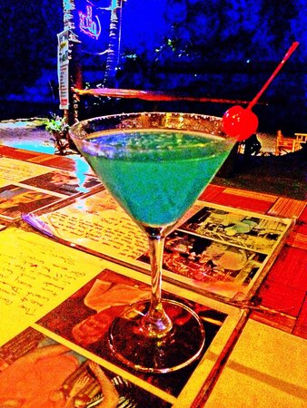 Cool Bar: Blue Margarita ������