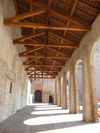 Rocca di Vignola : portico
