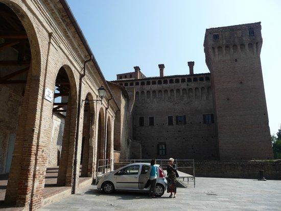 Rocca di Vignola : cortile