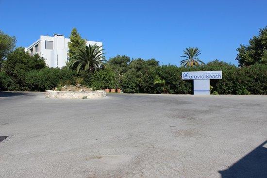 Caravia Beach Hotel: Auf dem Vorplatz
