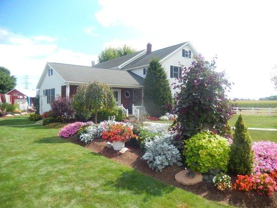 Bird-In-Hand Family Inn: Amish Farmhouse