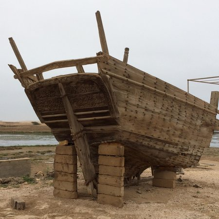 Sumhuram Old City: Old ship structure