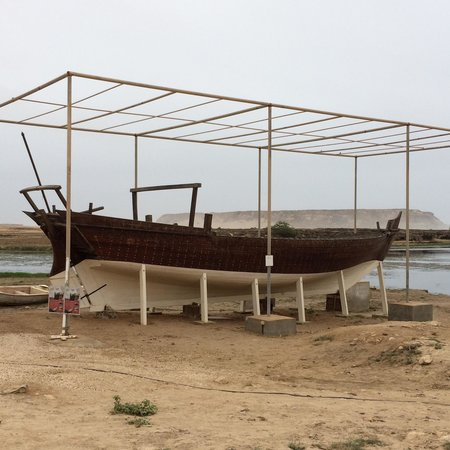 Sumhuram Old City: Ship structures