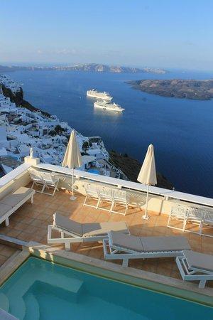 Villa Ilias Caldera Hotel: View from our room. (#11)