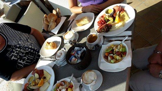 Café Noahs: Frühstück für vier