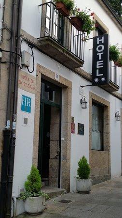 Hotel Entrecercas: Hotel Entrance
