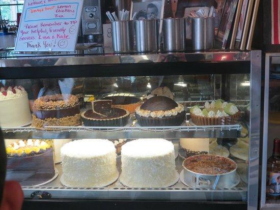 Hayes Barton Cafe and Dessertery : Balcão de Desserts