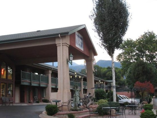 Rodeway Inn Manitou Springs: View from our door.......