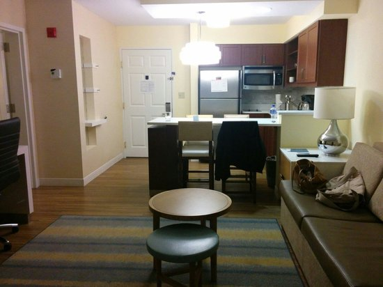 Sonesta ES Suites Burlington: Really Nice Common Area In The 2 Bedroom Suite