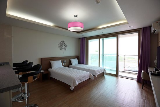 Areumdaun Resort: Spacious room