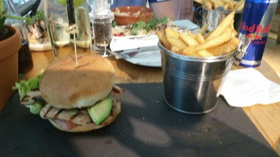 All Bar One - Glasgow : Grilled chicken burger with chips was lovely