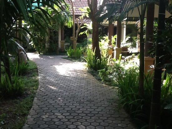 Laluna Hotel and Resort: Allée