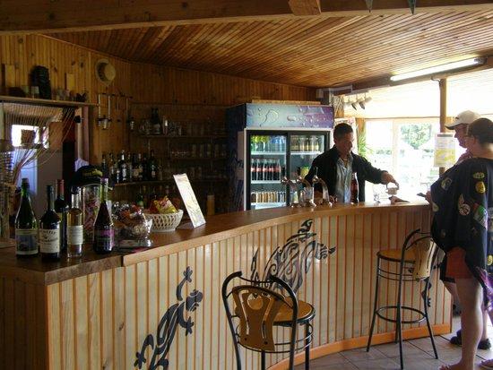 Saint-Symphorien, France : Service au bar