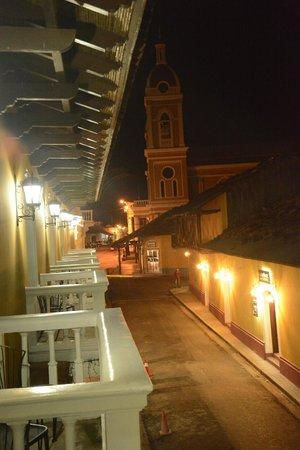 La Gran Francia Hotel y Restaurante: Night view from balcony looking toward cathedral