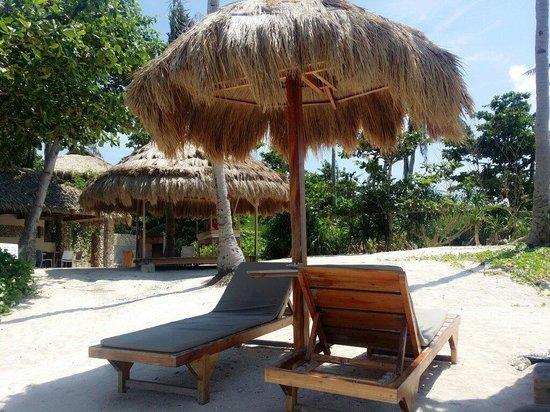 Chiringuito Beach Bar and Restaurant: Sunbeds at the Restaurant