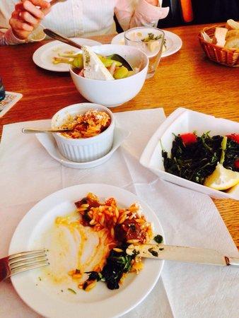 Yamas meze restaurant & weinbar: Lammfleisch, Bauernsalat und Wildgemüsesalat
