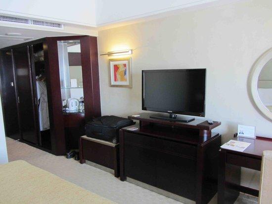 Shangri-La Hotel, Changchun : flat screen
