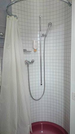 Hotel Bernerhof: Shower cubicle