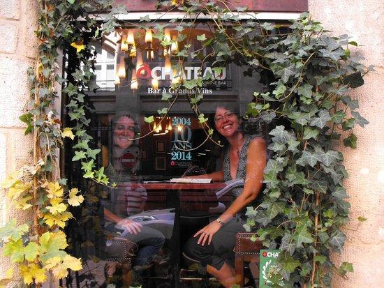 Dégustation de vins à Paris : Lauren and Linda at O Chateau