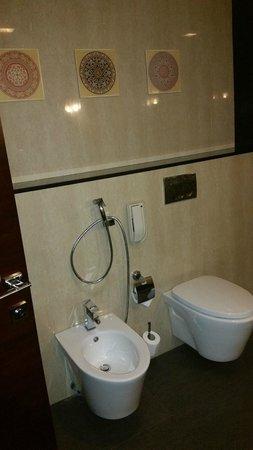 Four Points by Sheraton Riyadh Khaldia: bathroom