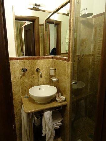 Condotti Inn: μπάνιο
