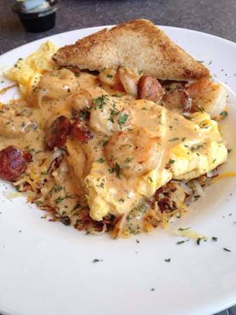 Wyndham Garden Baronne Plaza New Orleans: Shrimp and Andouille Egg Scramble at the adjoining cafe--can't be missed!