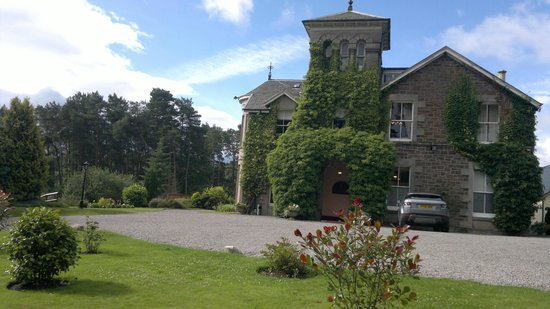 Loch Ness Country House Hotel at Dunain Park: Acceso al hotel