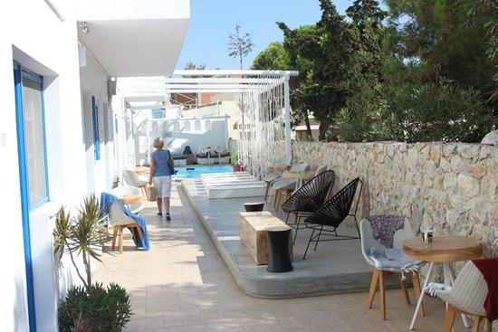 Loizos Stylish Residences: Pool area