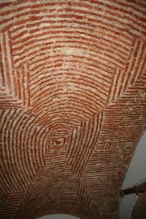 Casa das Merceeiras : Plafond vouté de la chambre