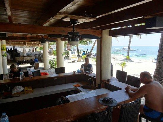 Ocean Vida: Beach Dining Area
