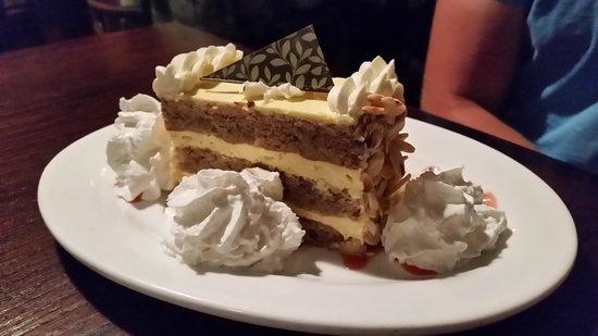 Fabiani's Bakery and Pizza: Banana cake