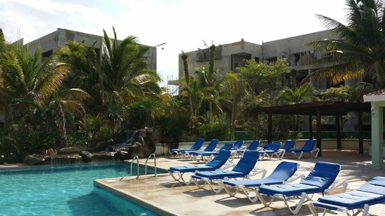 Hotel Caribe: Un ensemble hotelier de 300 chambres en construction face aux chambres de l'hotel.