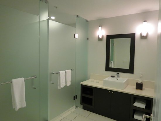 Bathroom Fixtures Doral the jetted tub in the main bathroom. - picture of provident doral