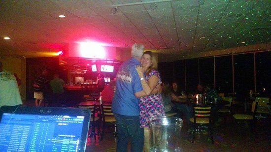 Quality Inn & Suites Sebring: Dancers enjoying the singer