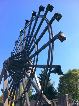 Puddicombe House : Water-propelled wheel is a captivating feature in the park.