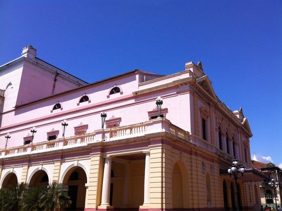 Teatro Nacional: Side view