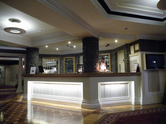 Castle Hotel and Leisure Centre: Lobby of the hotel