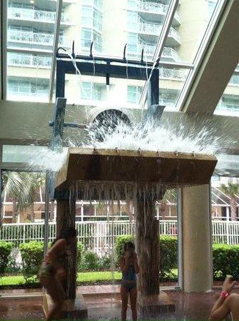 Dunes Village Resort: Splash down!