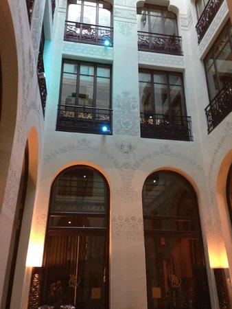 Hotel Espana: Waiting for the elevator
